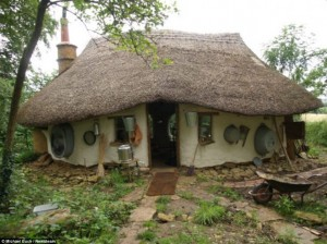 Farmer builds cob home with just $231.28 (£150)
